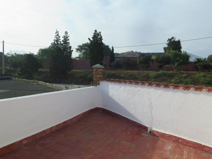 Navegue por dos viviendas contiguas unidas Diseño y Estilo - DOS VIVIENDAS UNIDAS CON GARAJE CAMINO A LOS MATEOS